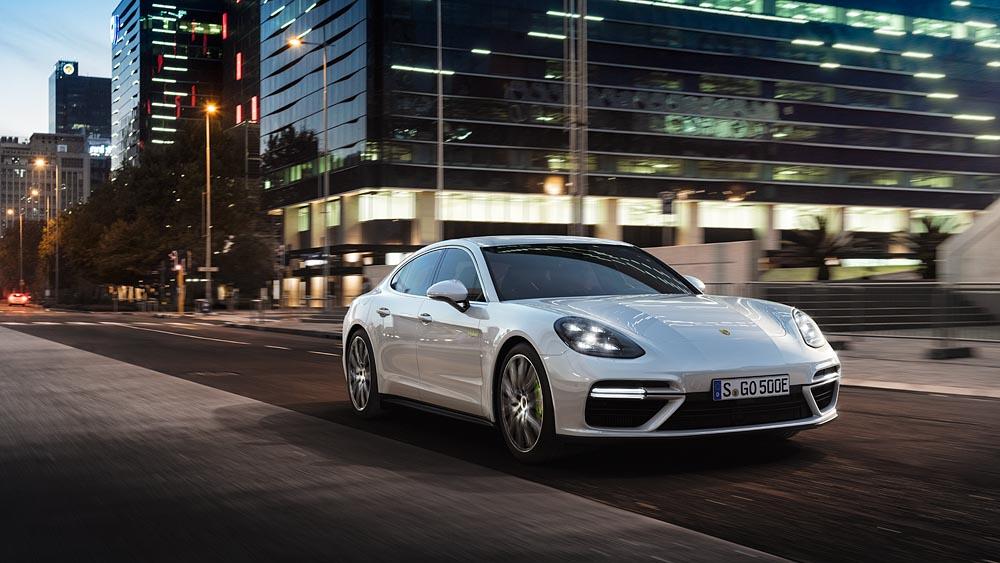 Porsche panamera turbo s e hybrid 5